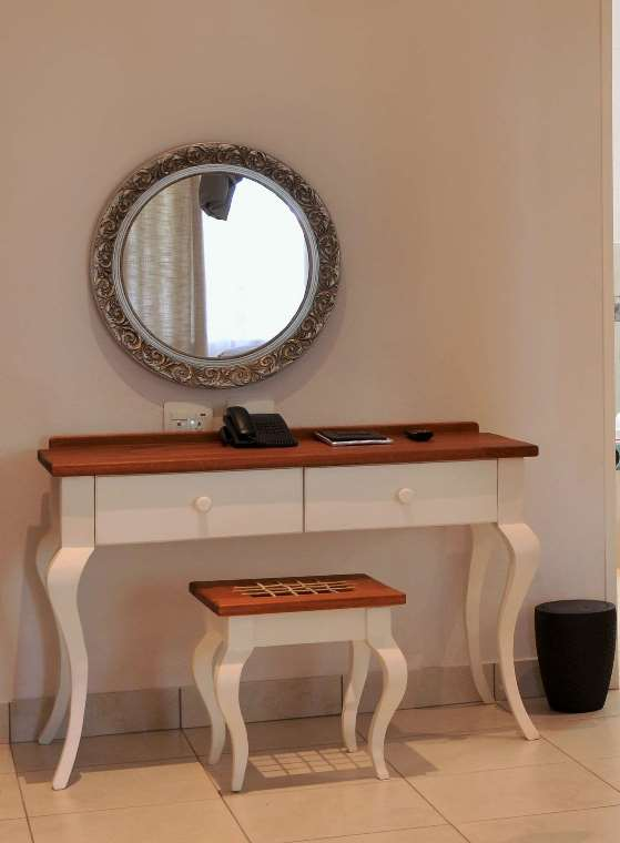 BGL Dressing table