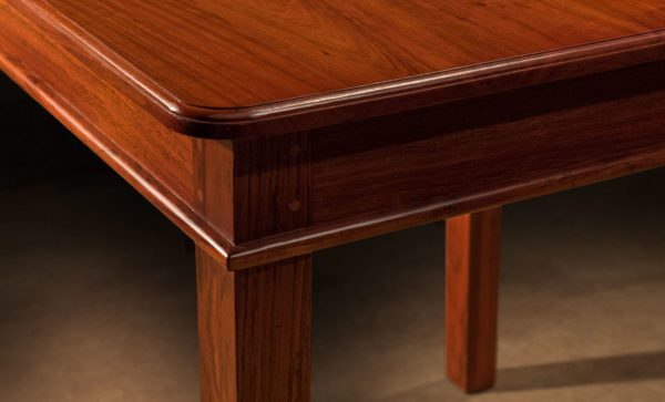 Roosevelt-safari-table-corner-moulded-detail