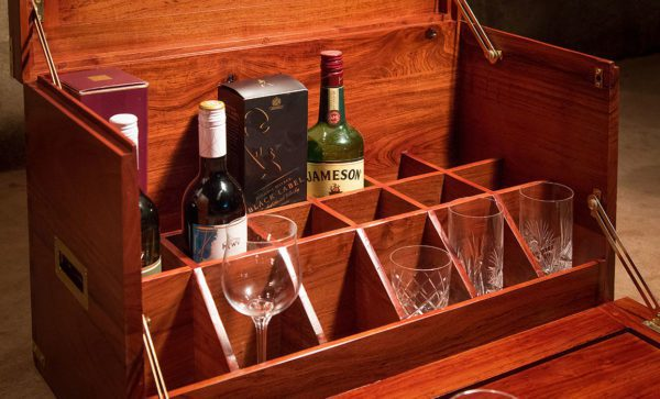 Campaign-Field-Bar-drinks-cabinet