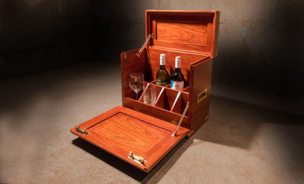 Mini-Field-Bar-four-bottles-four-glasses