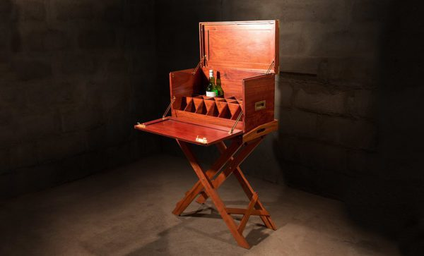 Campaign-Field-Bar-with-Tray-table