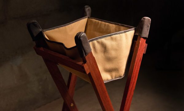 Canvas-Wash-Stand-bag-detail