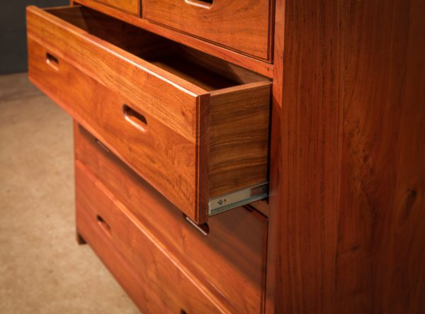 Zambezi-Chest-of-Drawers-roller-bearing-drawer-slides